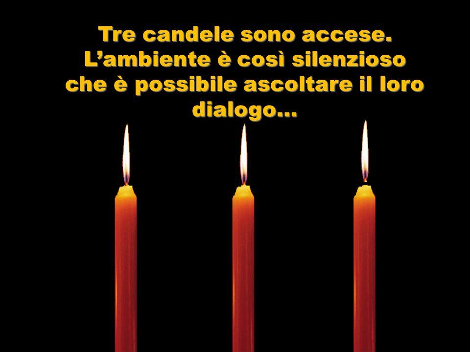 Tre candele sono accese. L'ambiente è così silenzioso