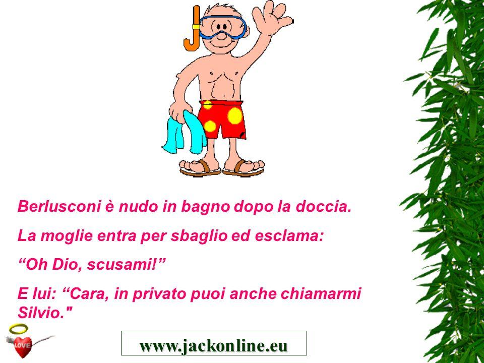 www.jackonline.eu Berlusconi è nudo in bagno dopo la doccia.