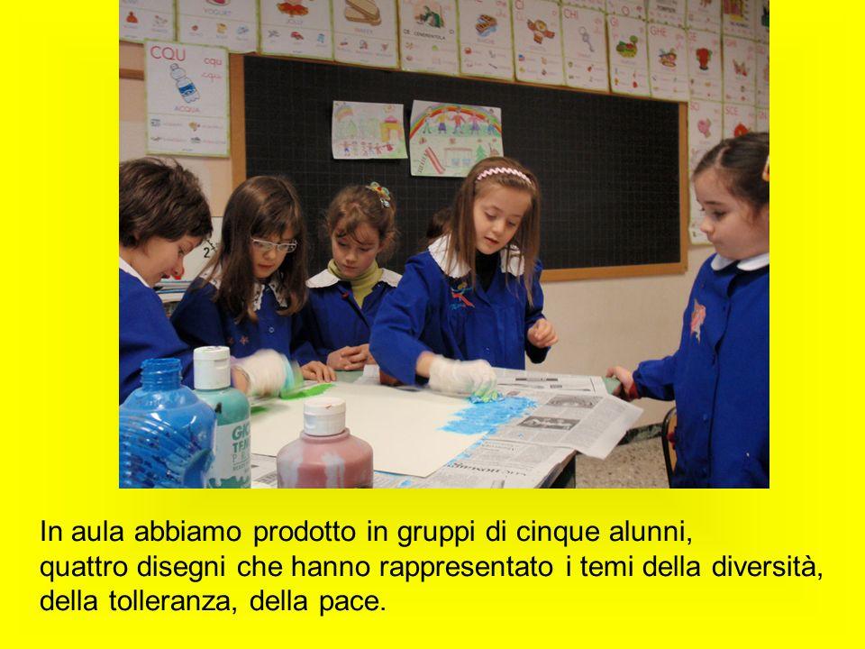 In aula abbiamo prodotto in gruppi di cinque alunni, quattro disegni che hanno rappresentato i temi della diversità, della tolleranza, della pace.