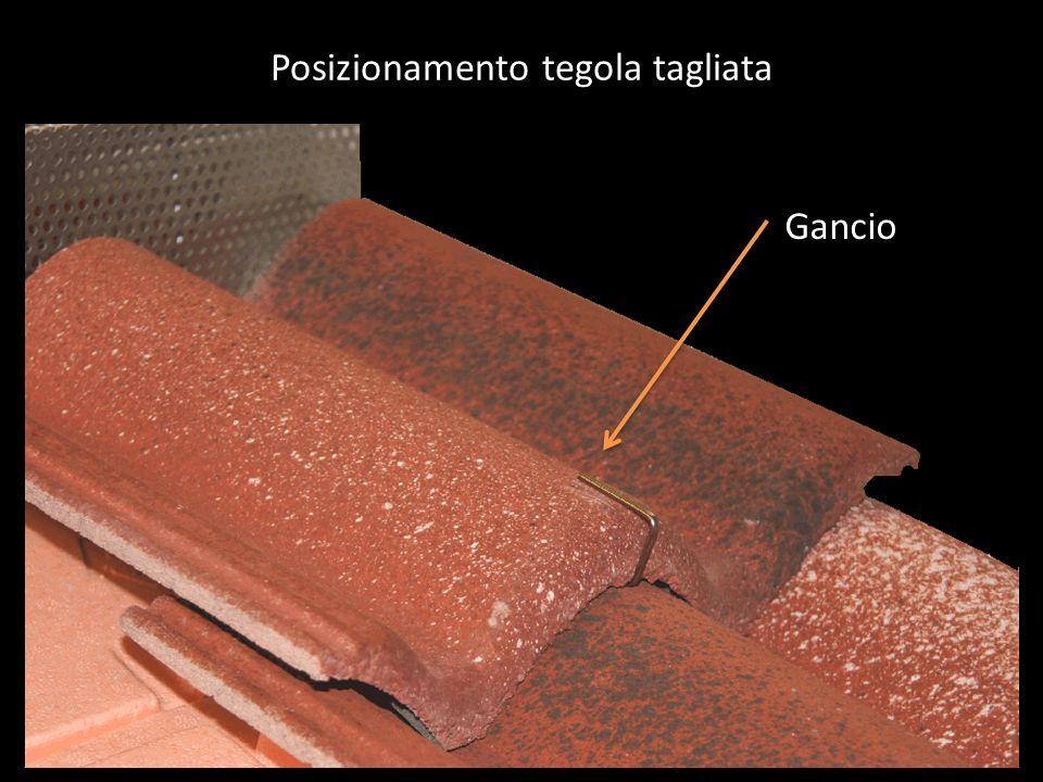 Posizionamento tegola tagliata