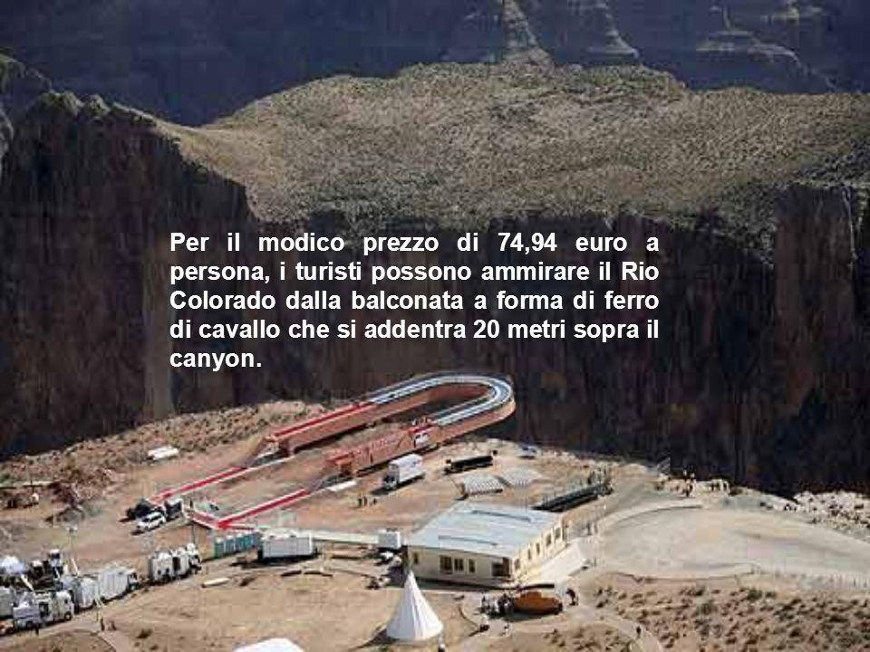 Per il modico prezzo di 74,94 euro a persona, i turisti possono ammirare il Rio Colorado dalla balconata a forma di ferro di cavallo che si addentra 20 metri sopra il canyon.