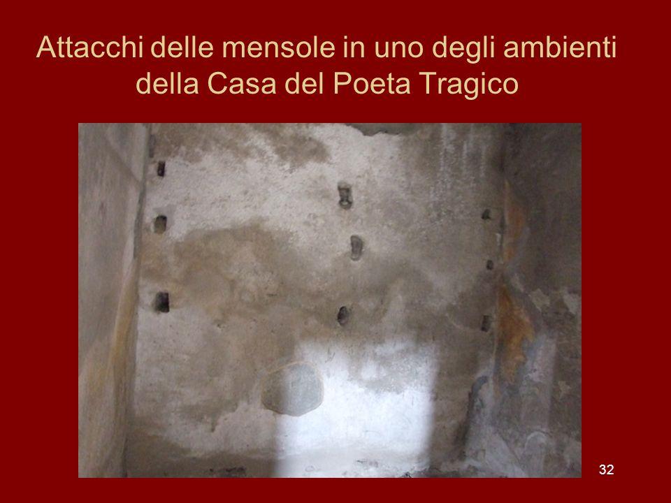 Attacchi delle mensole in uno degli ambienti della Casa del Poeta Tragico