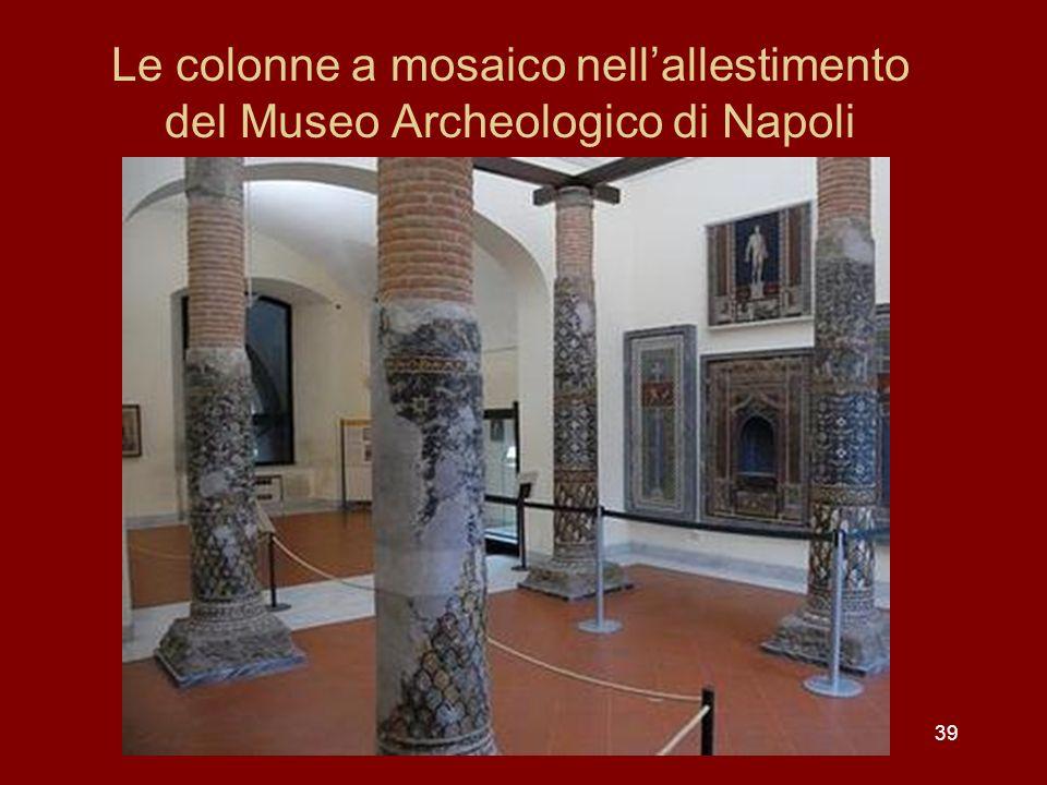 Le colonne a mosaico nell'allestimento del Museo Archeologico di Napoli