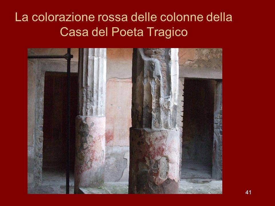 La colorazione rossa delle colonne della Casa del Poeta Tragico