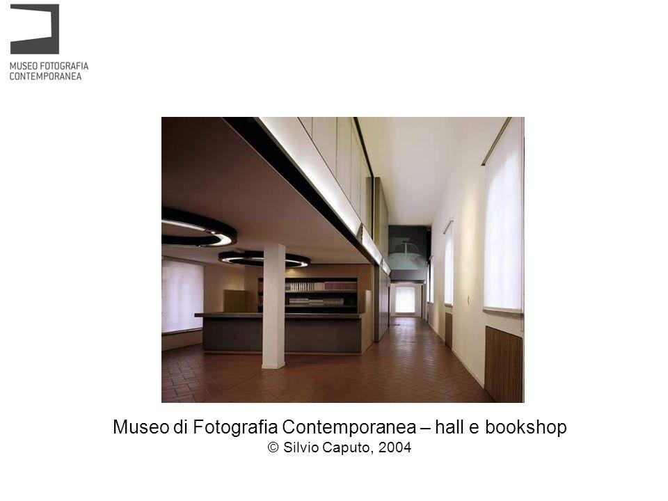 Museo di Fotografia Contemporanea – hall e bookshop © Silvio Caputo, 2004