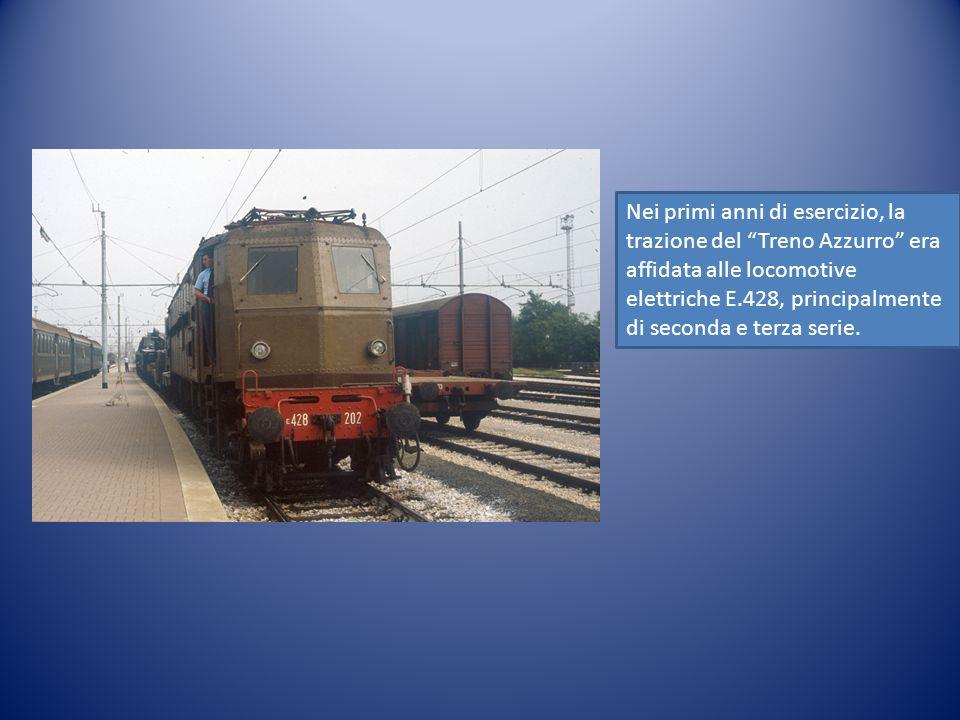 Nei primi anni di esercizio, la trazione del Treno Azzurro era affidata alle locomotive elettriche E.428, principalmente di seconda e terza serie.