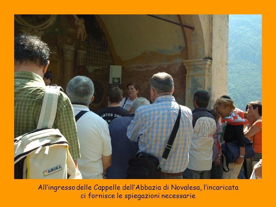 All'ingresso delle Cappelle dell'Abbazia di Novalesa, l'incaricata
