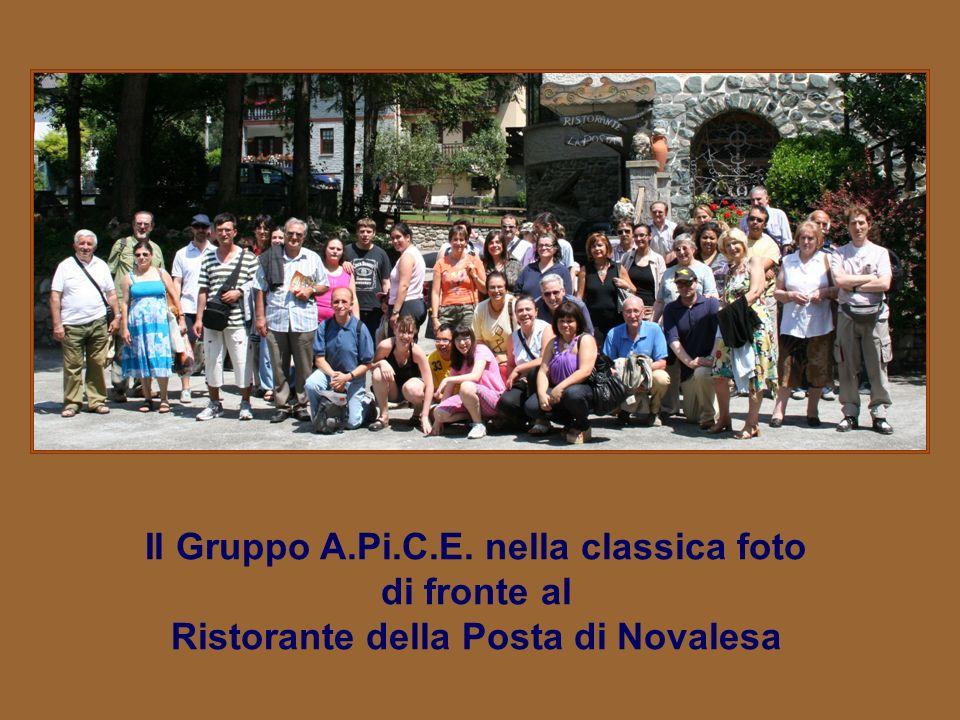 Il Gruppo A.Pi.C.E. nella classica foto di fronte al
