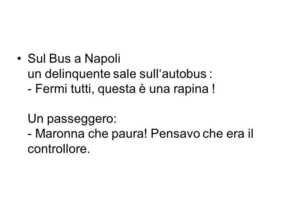 Sul Bus a Napoli un delinquente sale sull'autobus : - Fermi tutti, questa è una rapina .