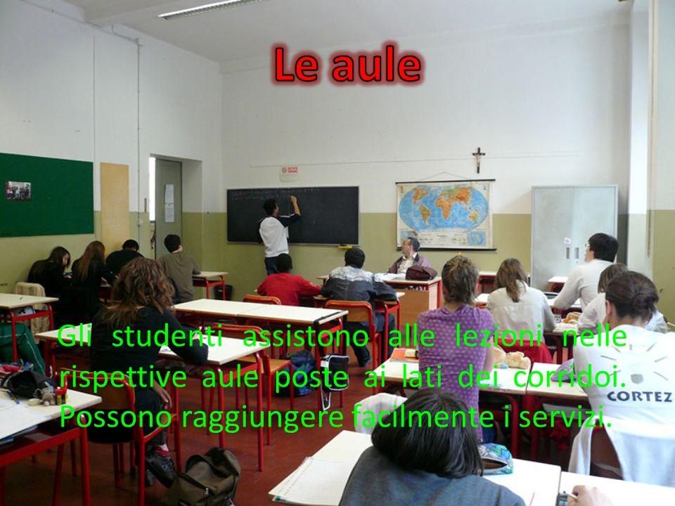 Le aule Gli studenti assistono alle lezioni nelle rispettive aule poste ai lati dei corridoi.