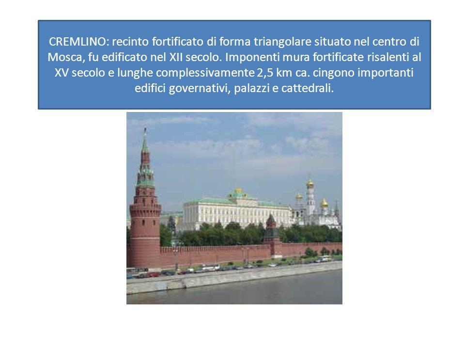 CREMLINO: recinto fortificato di forma triangolare situato nel centro di Mosca, fu edificato nel XII secolo.