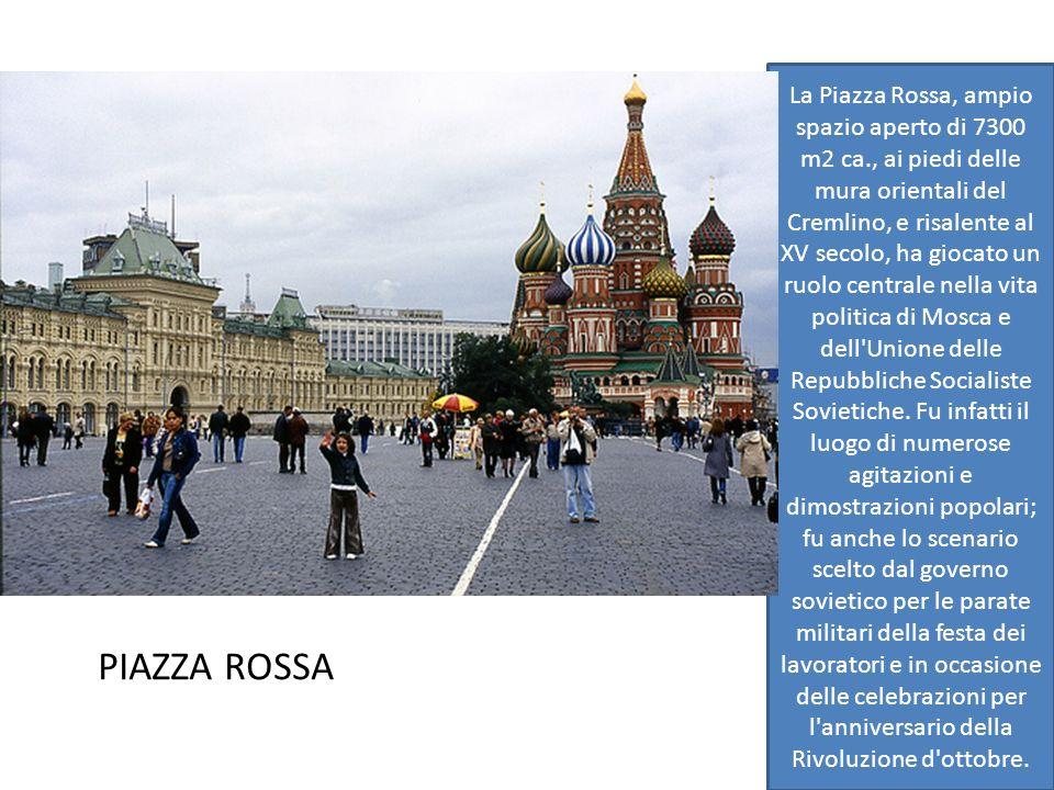 La Piazza Rossa, ampio spazio aperto di 7300 m2 ca