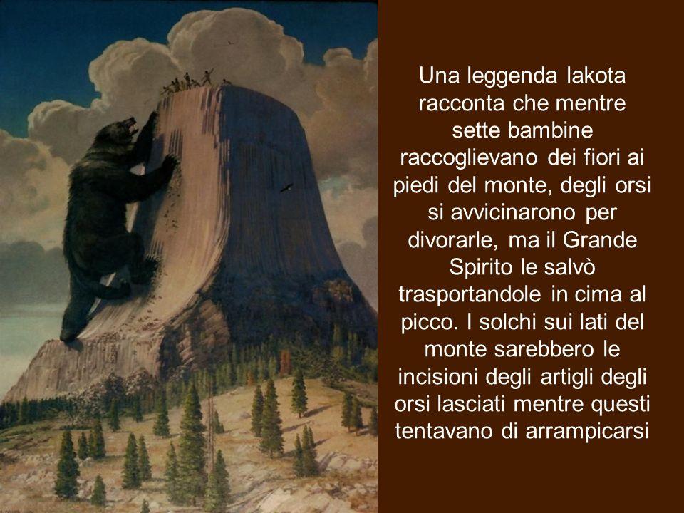 Una leggenda lakota racconta che mentre sette bambine raccoglievano dei fiori ai piedi del monte, degli orsi si avvicinarono per divorarle, ma il Grande Spirito le salvò trasportandole in cima al picco.