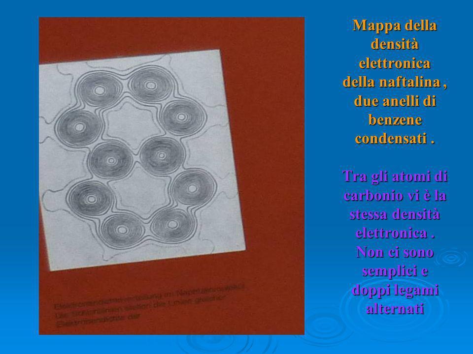 Mappa della densità elettronica della naftalina , due anelli di benzene condensati .