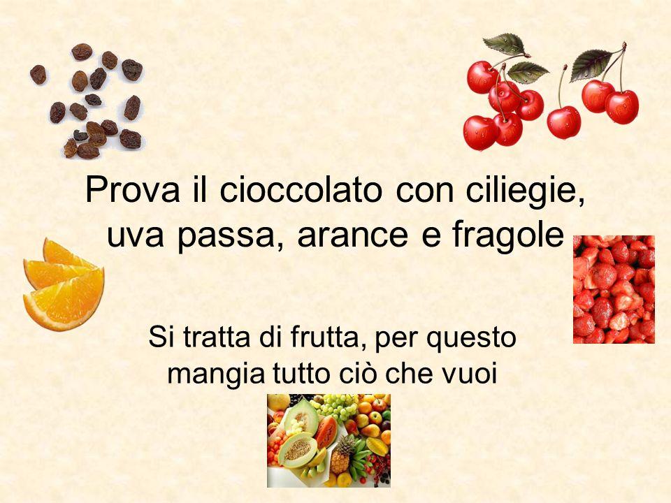 Prova il cioccolato con ciliegie, uva passa, arance e fragole