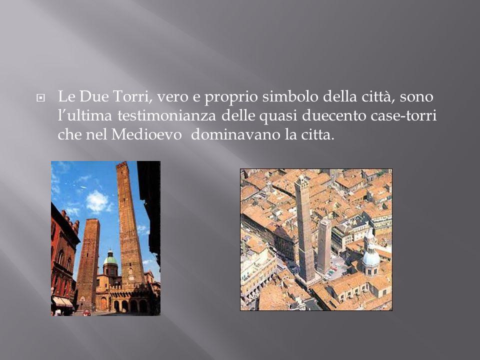 Le Due Torri, vero e proprio simbolo della città, sono l'ultima testimonianza delle quasi duecento case-torri che nel Medioevo dominavano la citta.