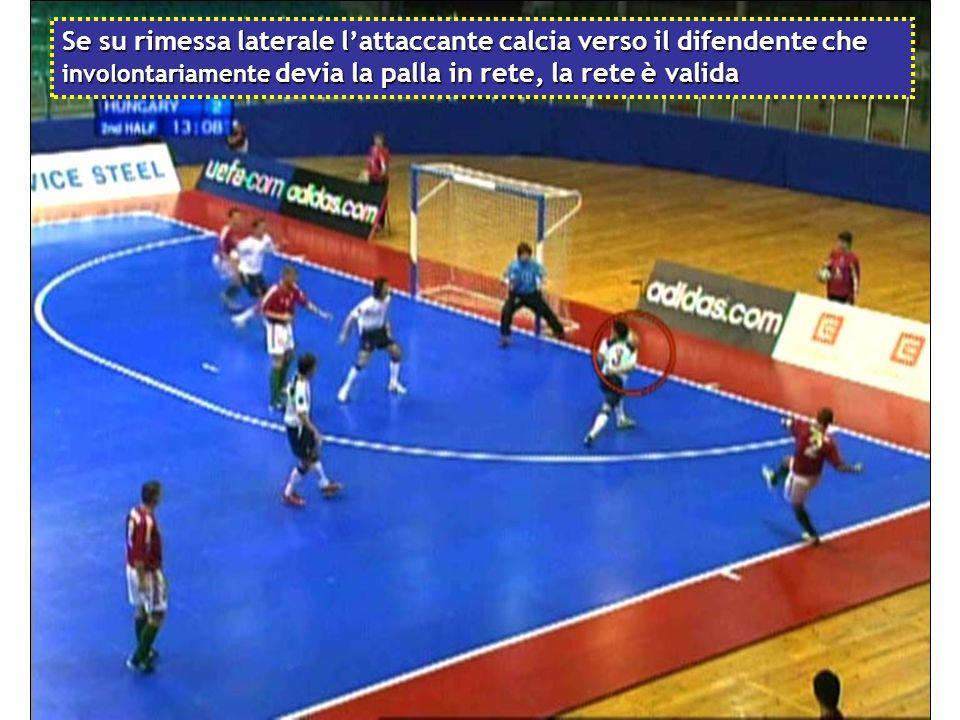 Se su rimessa laterale l'attaccante calcia verso il difendente che involontariamente devia la palla in rete, la rete è valida