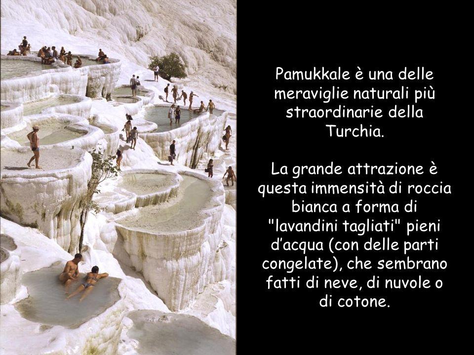 Pamukkale è una delle meraviglie naturali più straordinarie della Turchia.