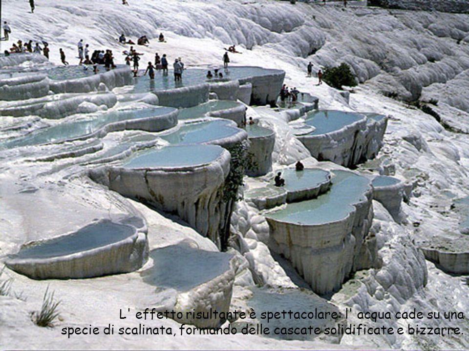 L effetto risultante è spettacolare: l acqua cade su una specie di scalinata, formando delle cascate solidificate e bizzarre.