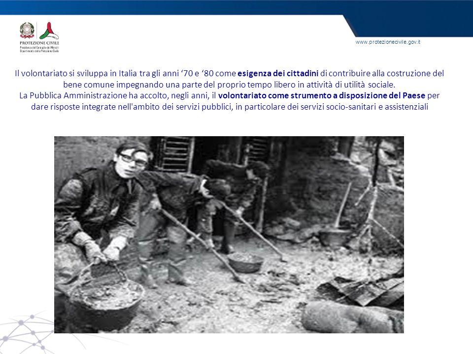 Il volontariato si sviluppa in Italia tra gli anni '70 e '80 come esigenza dei cittadini di contribuire alla costruzione del bene comune impegnando una parte del proprio tempo libero in attività di utilità sociale.