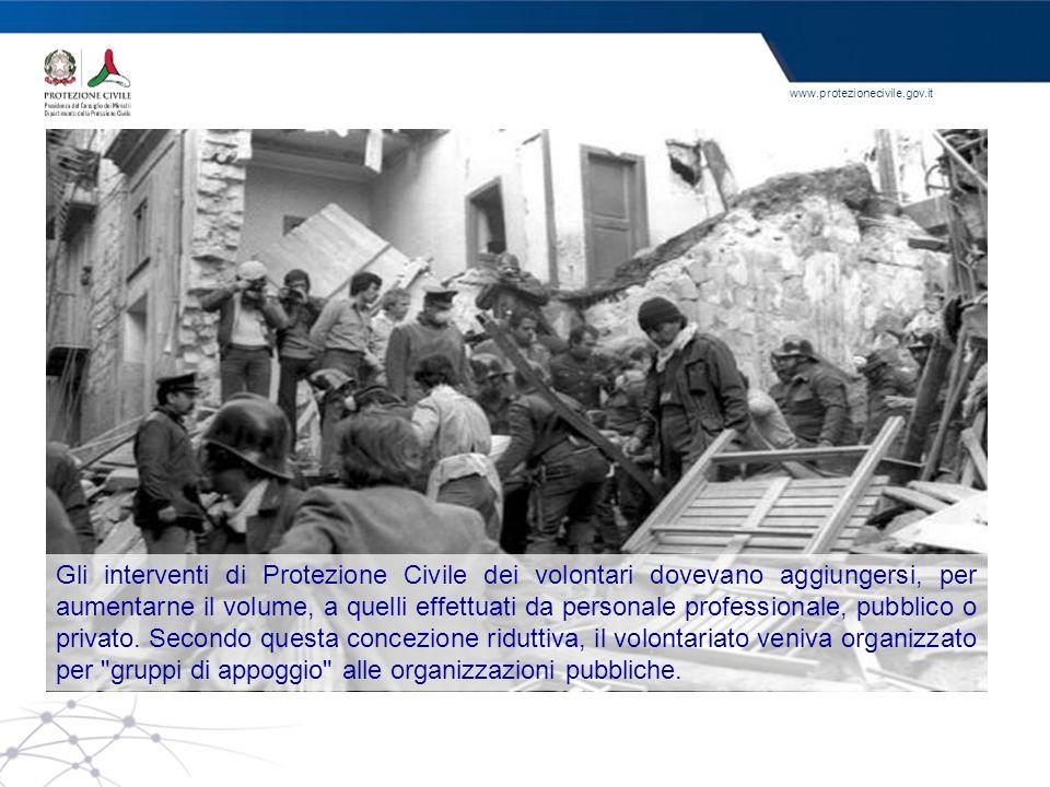 Gli interventi di Protezione Civile dei volontari dovevano aggiungersi, per aumentarne il volume, a quelli effettuati da personale professionale, pubblico o privato.