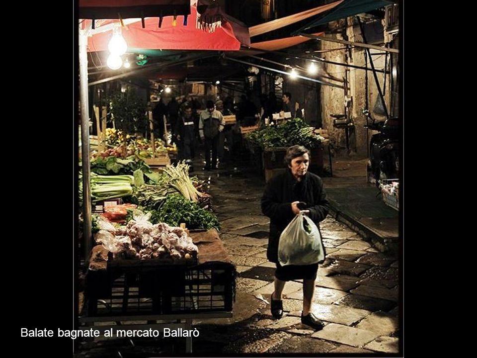 Balate bagnate al mercato Ballarò