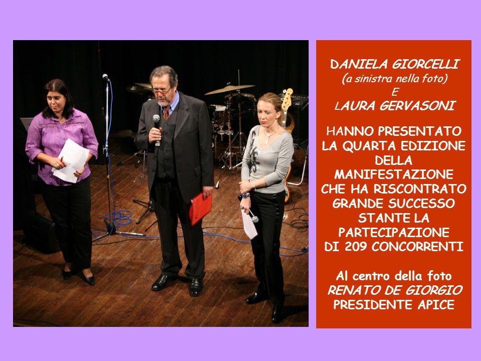 DANIELA GIORCELLI (a sinistra nella foto) E LAURA GERVASONI HANNO PRESENTATO LA QUARTA EDIZIONE DELLA MANIFESTAZIONE CHE HA RISCONTRATO GRANDE SUCCESSO STANTE LA PARTECIPAZIONE DI 209 CONCORRENTI Al centro della foto RENATO DE GIORGIO PRESIDENTE APICE
