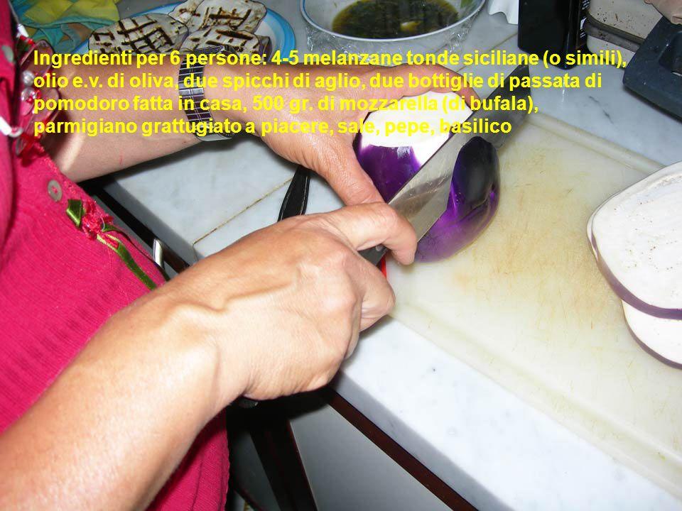 Ingredienti per 6 persone: 4-5 melanzane tonde siciliane (o simili), olio e.v.