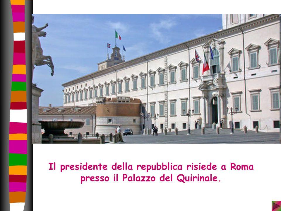Il presidente della repubblica risiede a Roma presso il Palazzo del Quirinale.