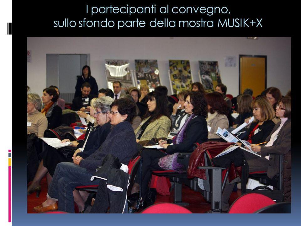 I partecipanti al convegno, sullo sfondo parte della mostra MUSIK+X