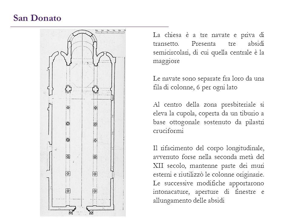 San Donato La chiesa è a tre navate e priva di transetto. Presenta tre absidi semicircolari, di cui quella centrale è la maggiore.