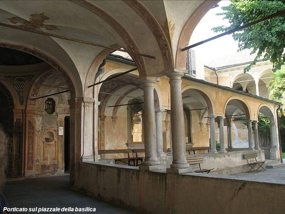 Porticato sul piazzale della basilica