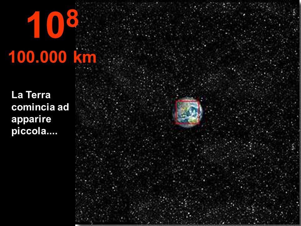 108 100.000 km La Terra comincia ad apparire piccola....