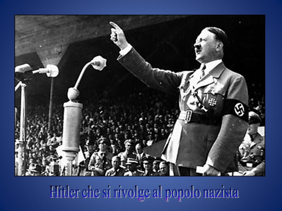 Hitler che si rivolge al popolo nazista