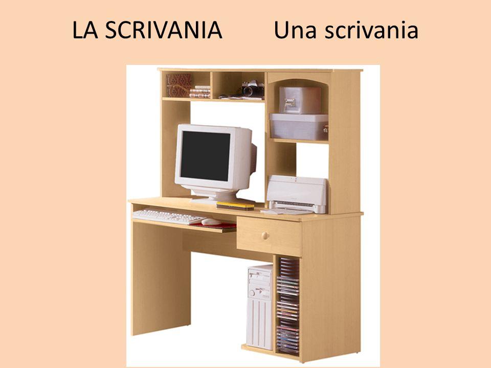 LA SCRIVANIA Una scrivania