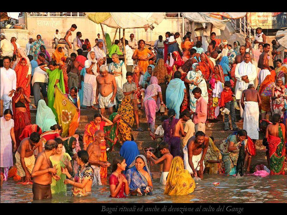 Bagni rituali ed anche di devozione al culto del Gange