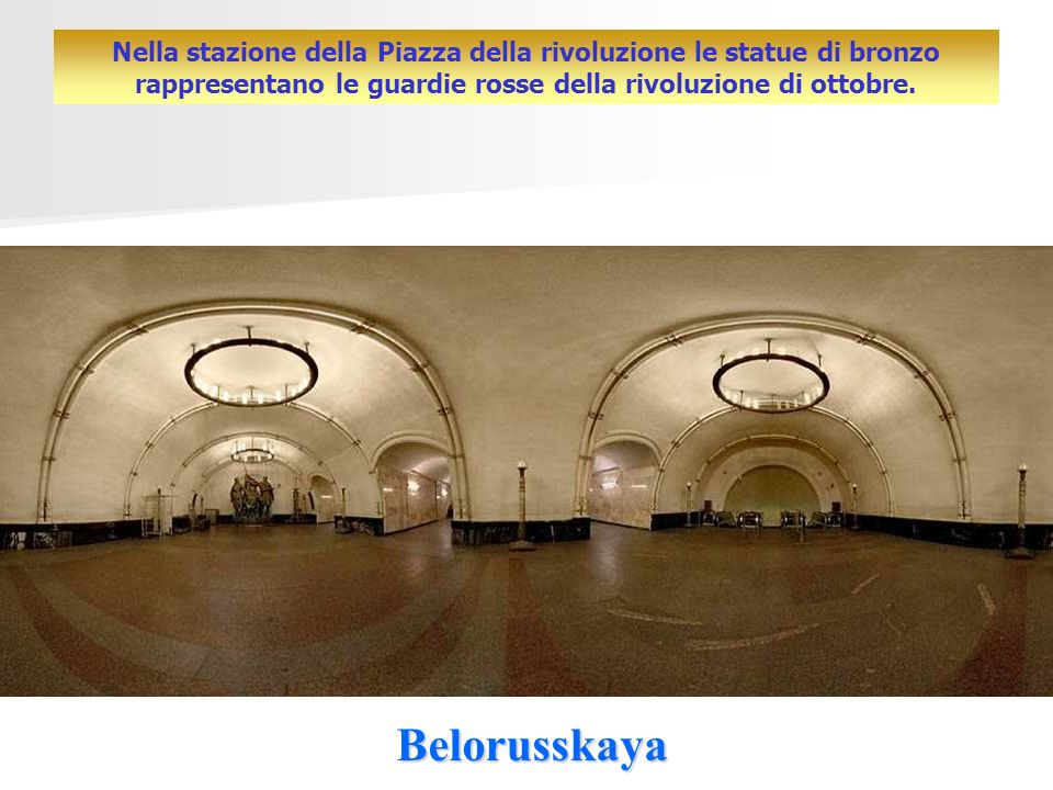 Nella stazione della Piazza della rivoluzione le statue di bronzo rappresentano le guardie rosse della rivoluzione di ottobre.