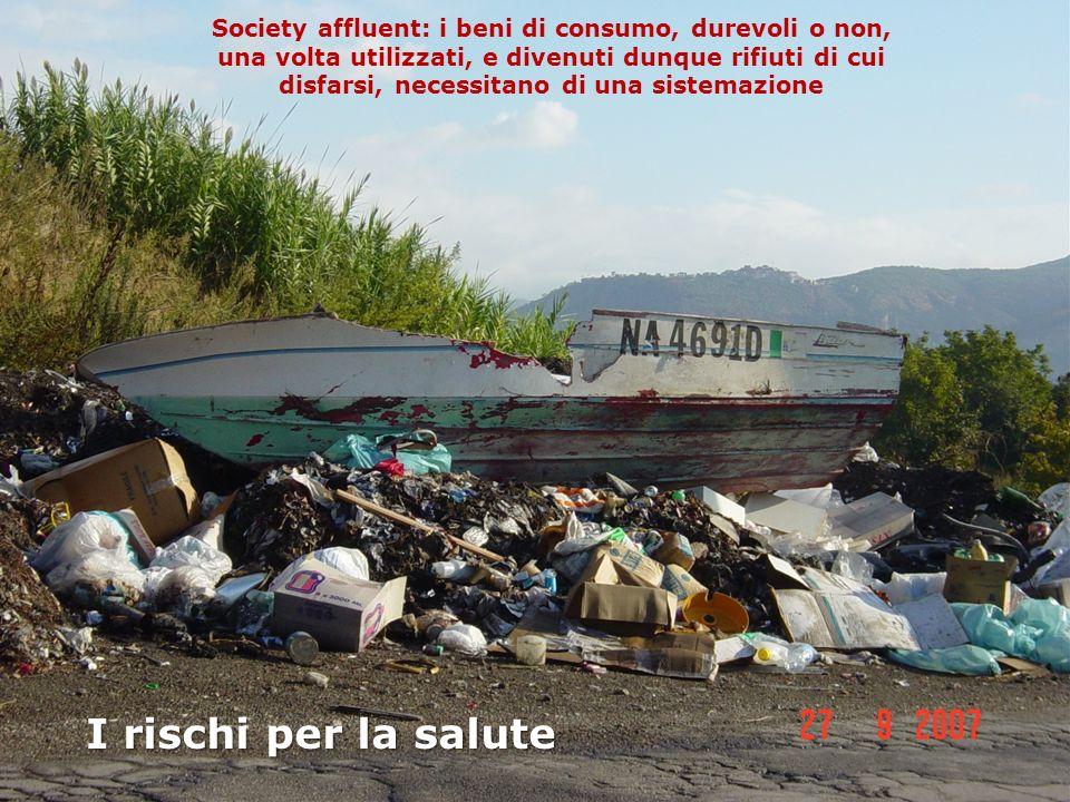 Society affluent: i beni di consumo, durevoli o non, una volta utilizzati, e divenuti dunque rifiuti di cui disfarsi, necessitano di una sistemazione