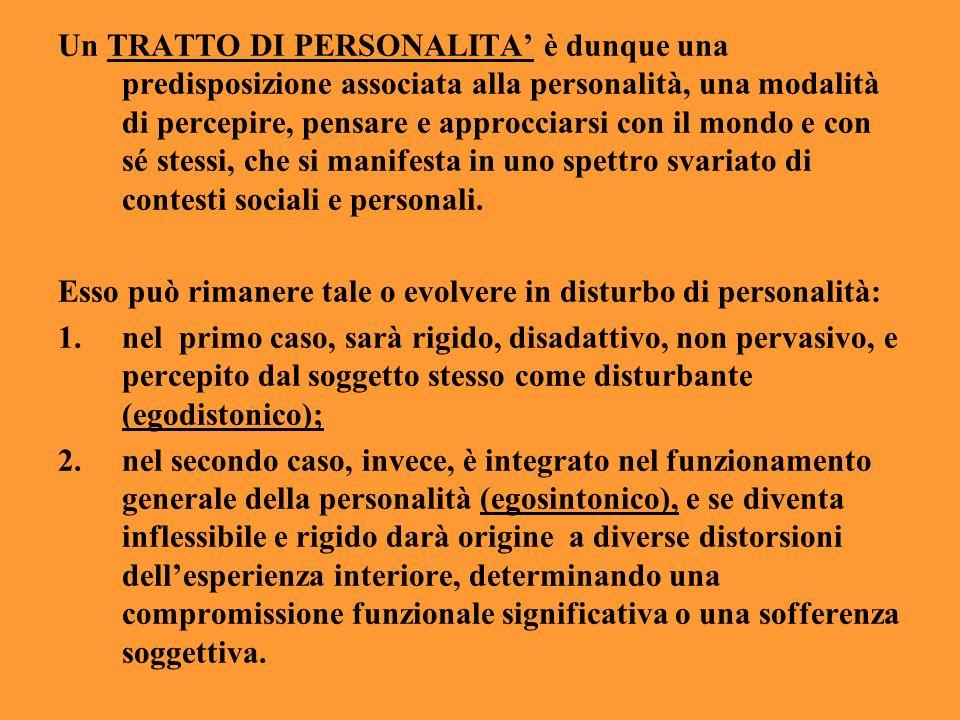 Un TRATTO DI PERSONALITA' è dunque una predisposizione associata alla personalità, una modalità di percepire, pensare e approcciarsi con il mondo e con sé stessi, che si manifesta in uno spettro svariato di contesti sociali e personali.