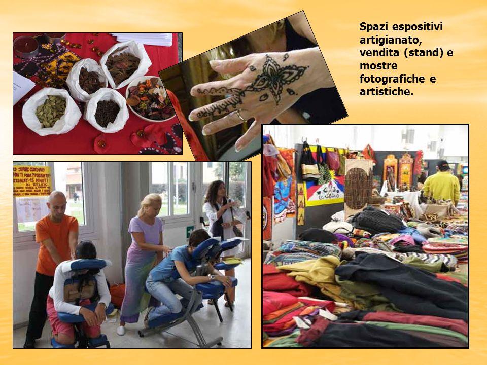 Spazi espositivi artigianato, vendita (stand) e mostre fotografiche e artistiche.