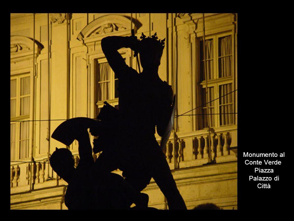 Monumento al Conte Verde Piazza Palazzo di Città