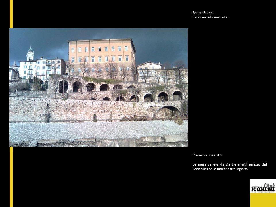 Sergio Brenna database administrator. Classico 20022010. Le mura venete da via tre armi,il palazzo del liceo classico e una finestra aperta.