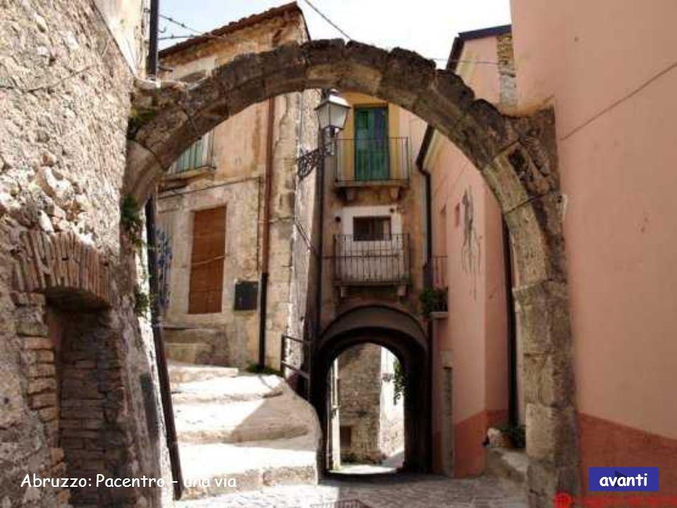 Abruzzo: Pacentro – una via