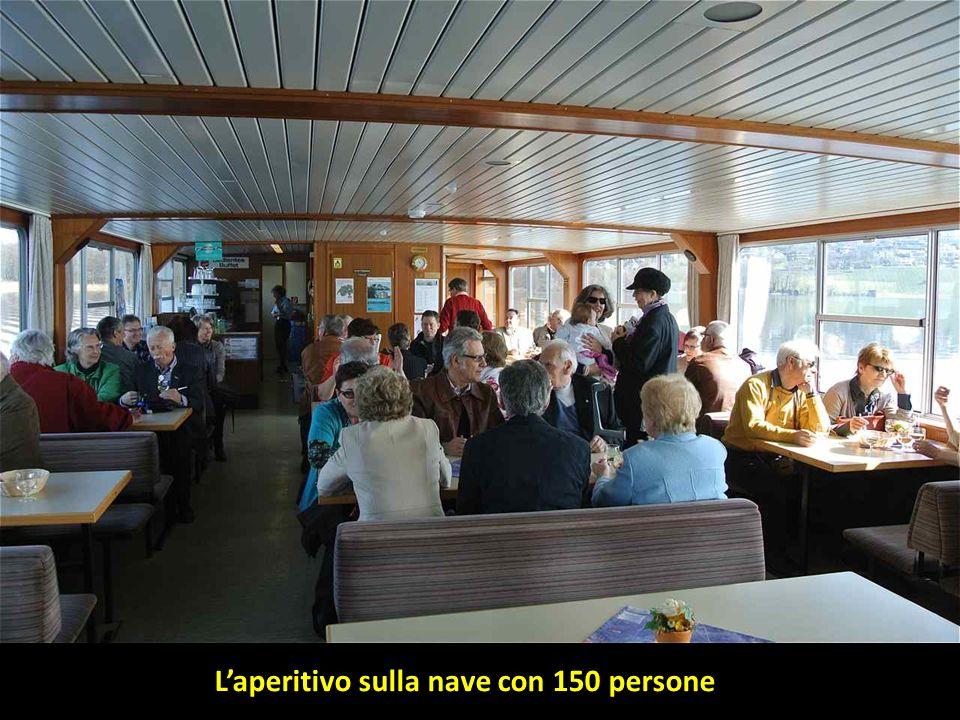 L'aperitivo sulla nave con 150 persone