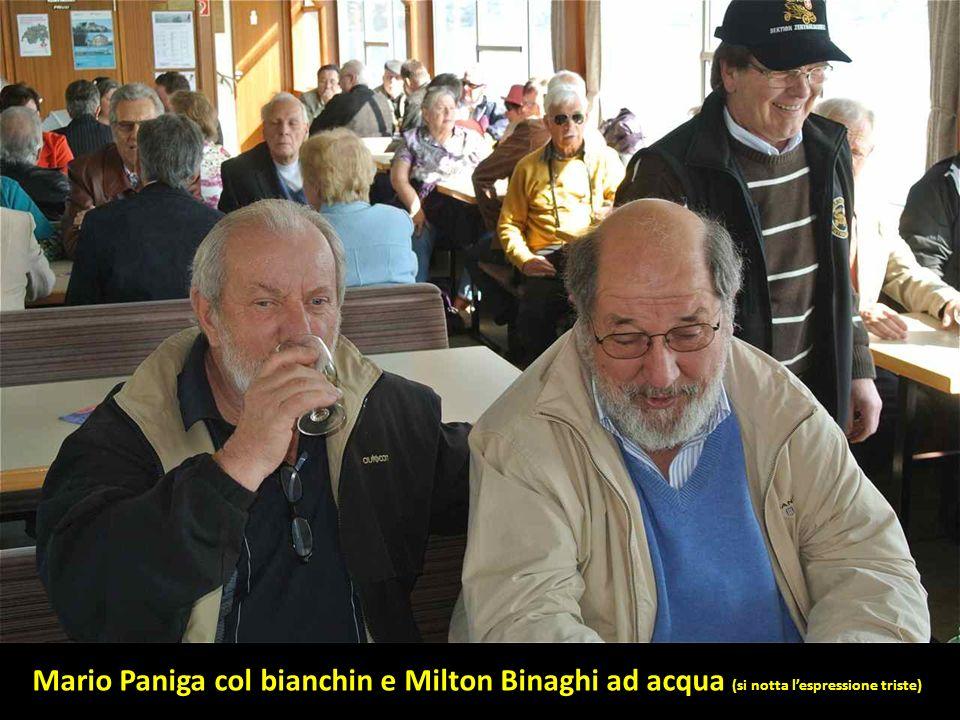 Mario Paniga col bianchin e Milton Binaghi ad acqua (si notta l'espressione triste)