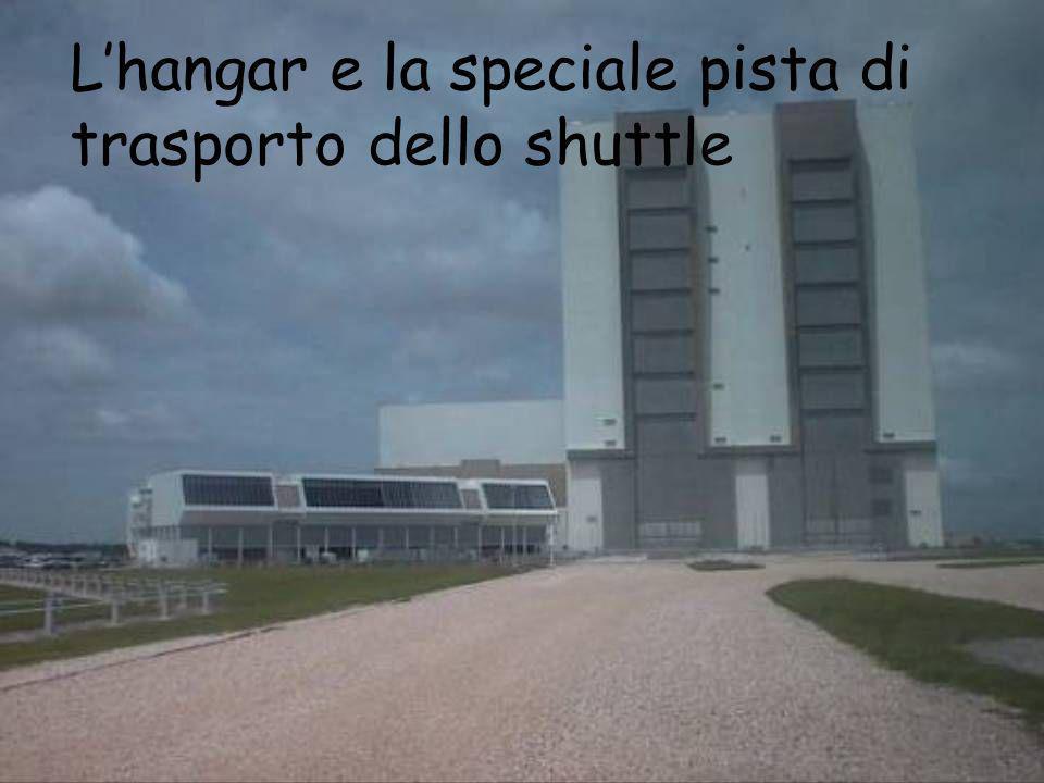 L'hangar e la speciale pista di trasporto dello shuttle