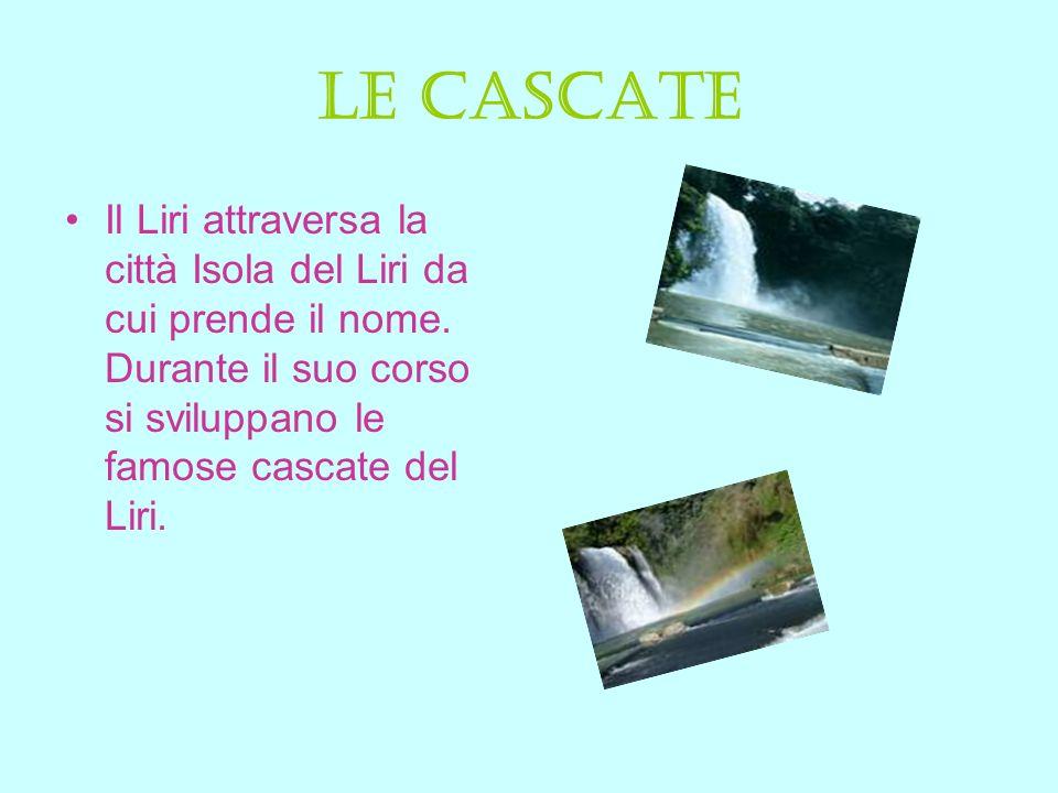 Le cascate Il Liri attraversa la città Isola del Liri da cui prende il nome.