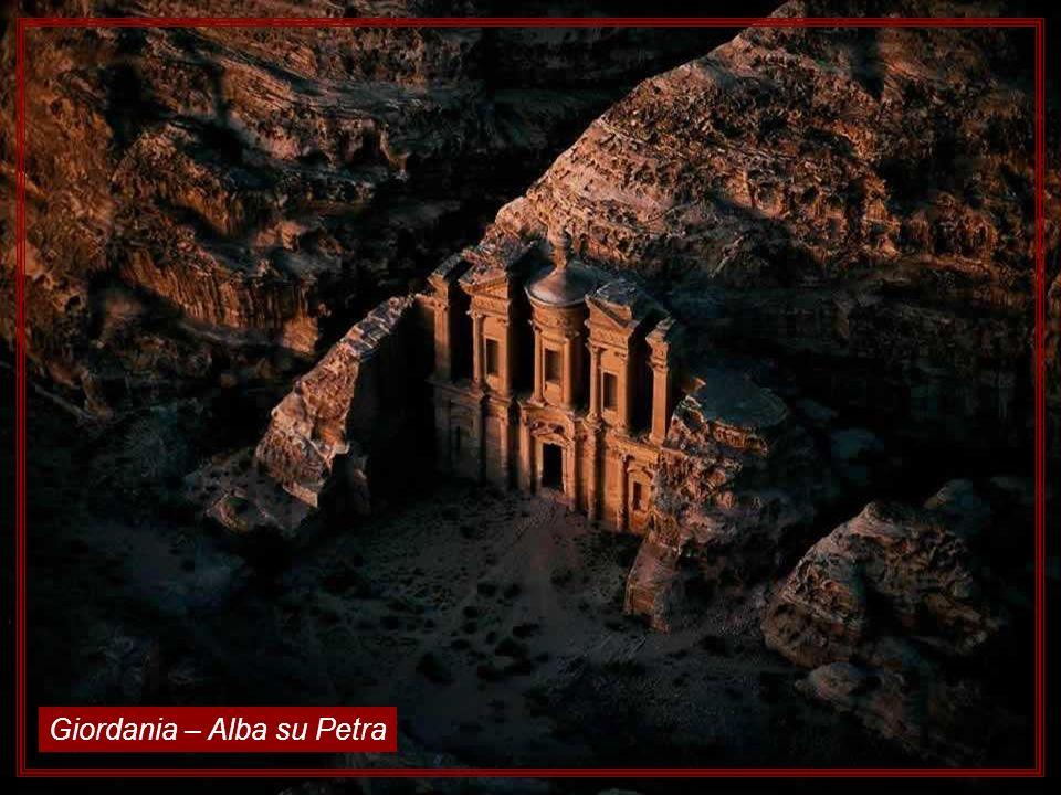 Giordania – Alba su Petra