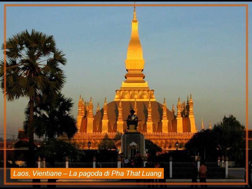 Laos, Vientiane – La pagoda di Pha That Luang
