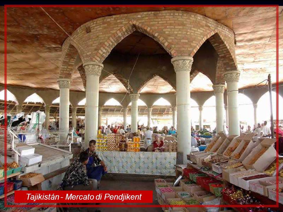 Tajikistán - Mercato di Pendjikent